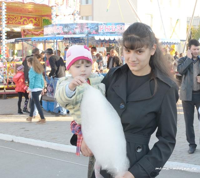 Лена и Настя с ватой-1