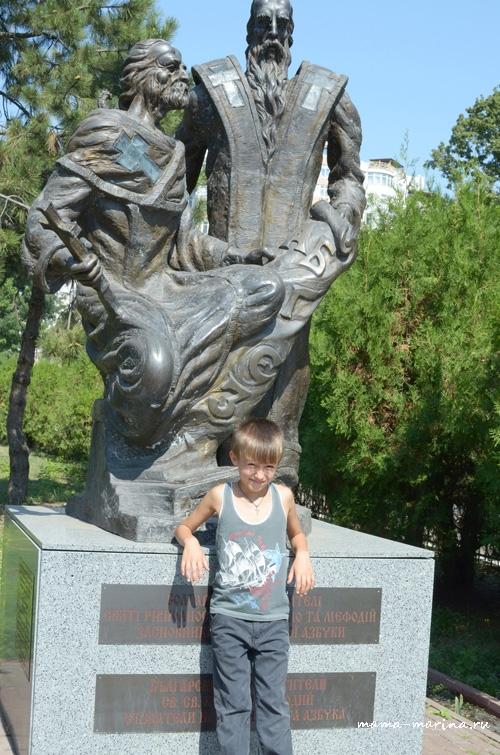 У памятника Кириллу и Мефодию copy