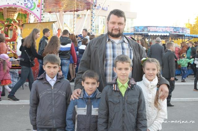 наш батюшка с детьми отца Александра