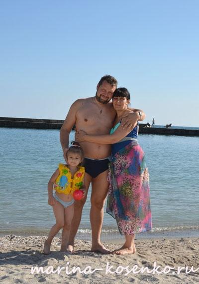 2-й день, на лягушатнике:  я, муж, Настя